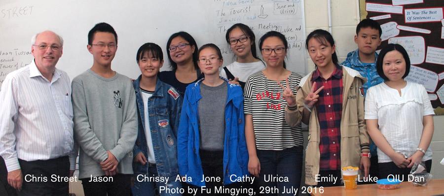 chrisStreet-chengdu-students2